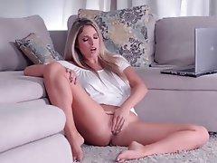 horny blonde masturbating toys livewebcam